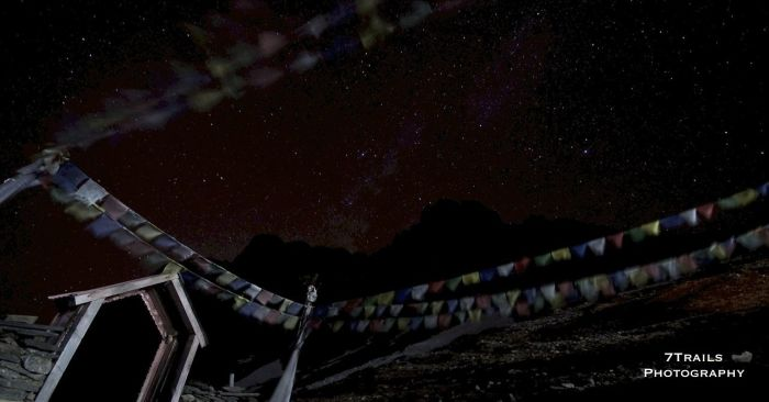 Prayer flags at Thorung Phedi